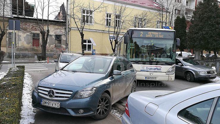 """Autobuz blocat din cauza """"miserupismului"""". Pasageri coborâți în intersecție"""