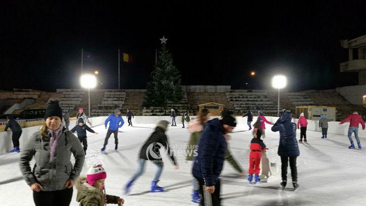 Copiii se bucură de ultimele zile de vacanță, la patinoar