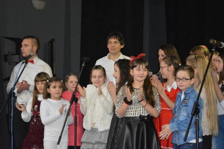 """Concertul tradițional de muzică ușoară """"SONG 4-Xmas"""", ediția a XIII-a, la Teatrul din Carei"""