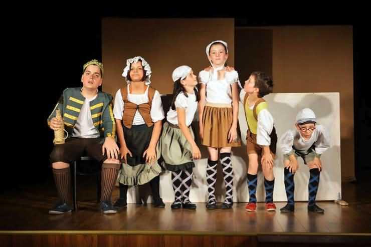 """""""Doctor fără voie"""" al asociaţiei """"Teatrul de Copii"""" din Oradea a fost jucat la Carei (foto)"""