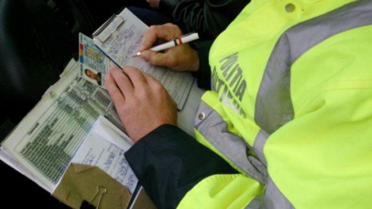 Zeci de șoferi au fost amendați și au rămas fără permise de conducere