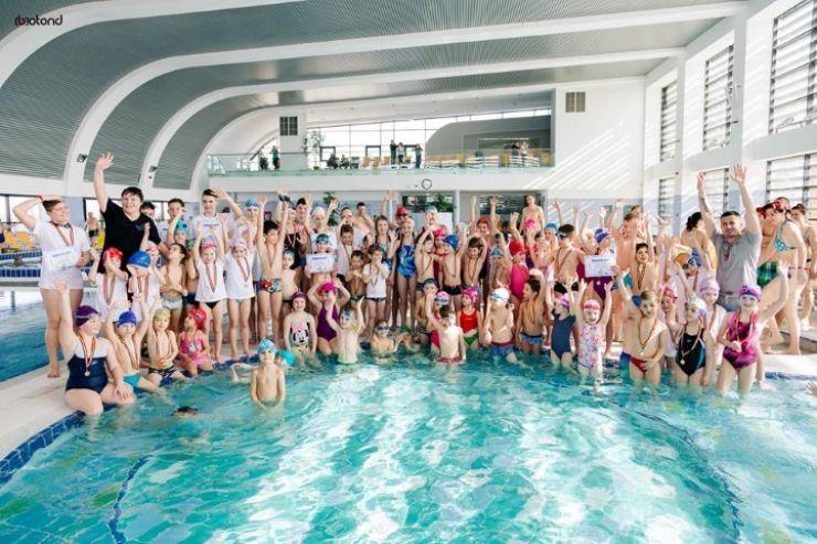 Antrenorii de înot de la Aquastar și-au premiat înotătorii