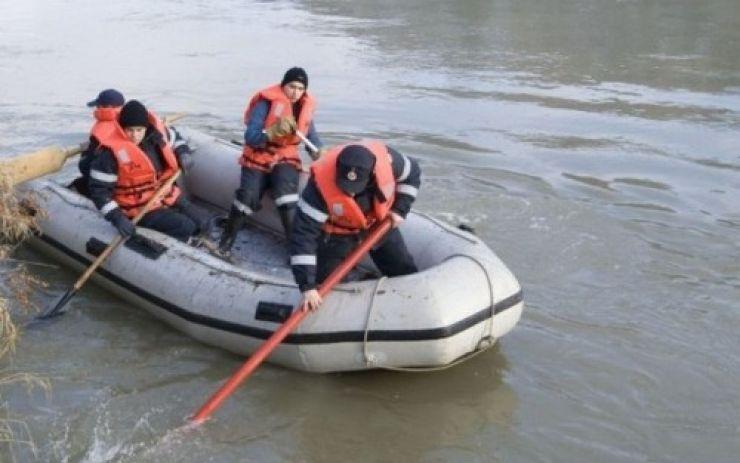 Trei bărbaţi au căzut în Someş