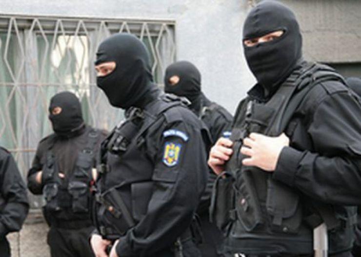 Un bărbat care a ameninţat că se sinucide, găsit de jandarmi