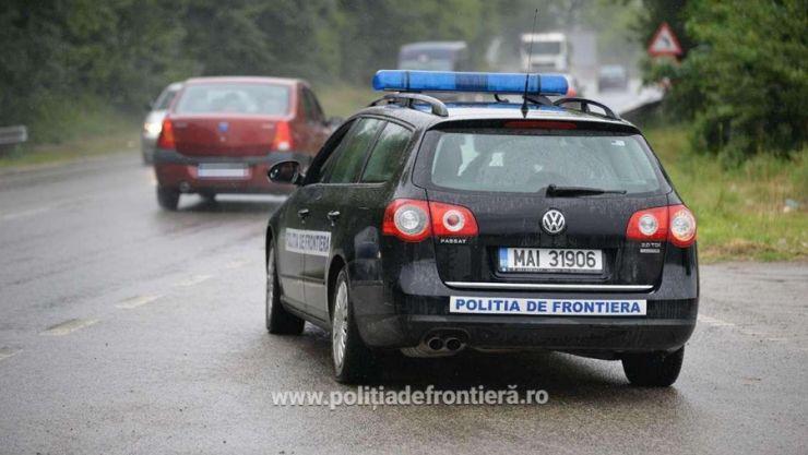 Un șofer a încercat să mituiască un polițist de frontieră. S-a ales cu dosar penal