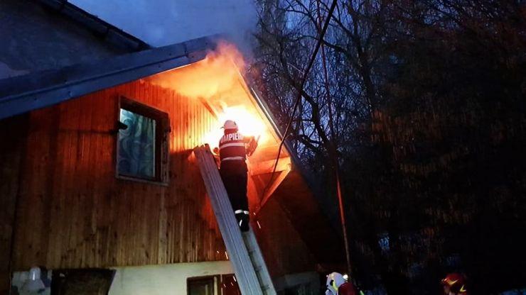 Incendiu la o casă din Vama