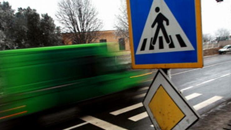 Şoferi amendați pentru că nu au acordat prioritate unor pietoni