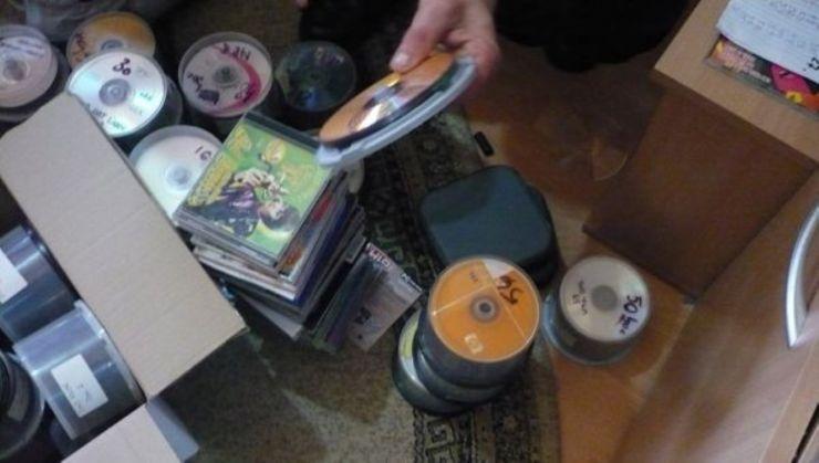 CD-uri și DVD-uri piratate, confiscate de jandarmi