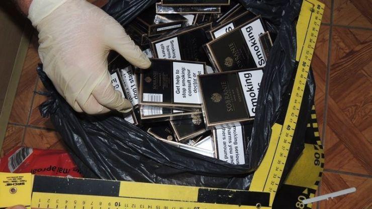 Dosar penal pentru o femeie din Mădăras prinsă cu țigări de contrabandă