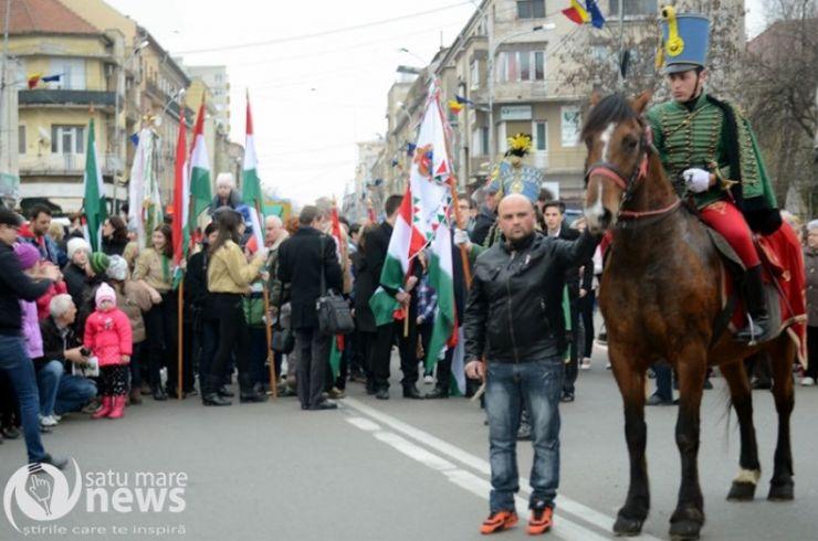 Defilare cu husari în Sătmar, de Ziua Naţională a Maghiarilor