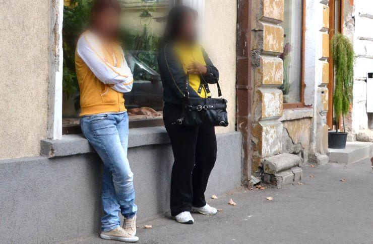 """Două prostituate și-au lăsat """"clientul"""" fără bani"""