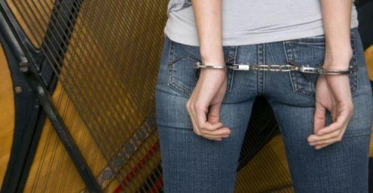 Minoră reținută după ce a furat dintr-o locuință 995 euro