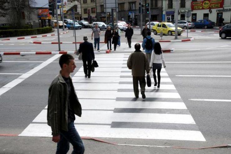 Treisprezece șoferi vor acorda de azi prioritate de trecere pietonilor