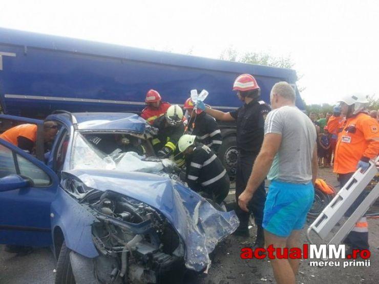 Accident grav de circulaţie în Cicârlău. Drumul Satu Mare-Baia Mare, blocat (foto)