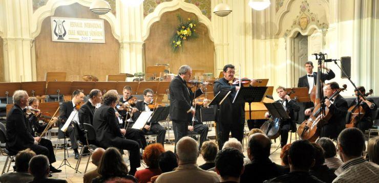 Concert de muzică din filme al Filarmonicii Dinu Lipatti Satu Mare, la  Teatrul Municipal Carei