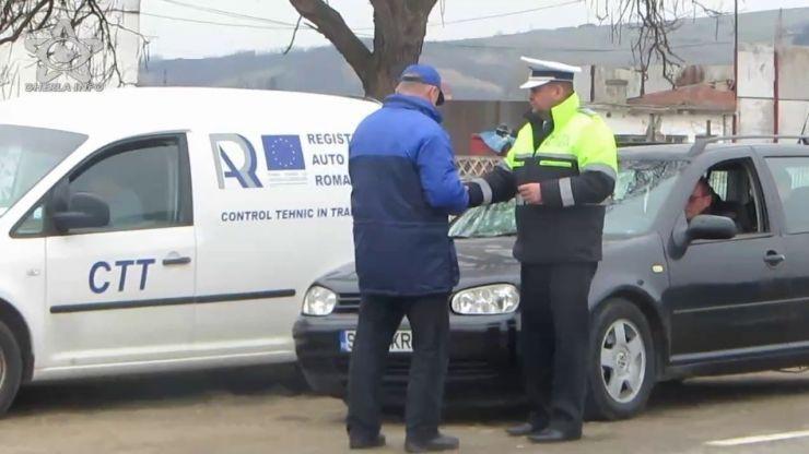 Razii în Halmeu. Șoferi trași pe dreapta de polițiști și reprezentanți RAR