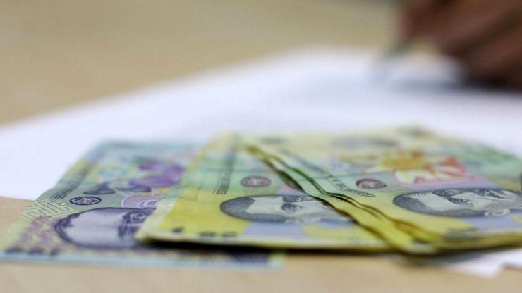 Tinerii care primesc pensie de urmaș riscă să piardă banii dacă nu fac dovada continuării studiilor