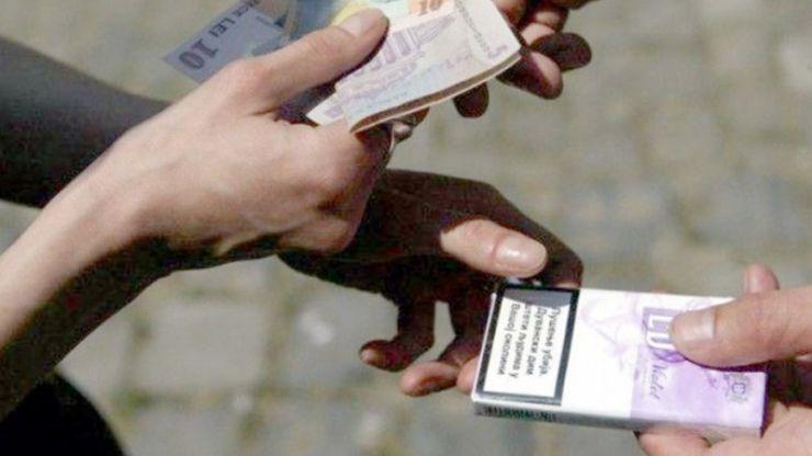 Oșeni trimiși în judecată pentru că au vândut țigări de contrabandă