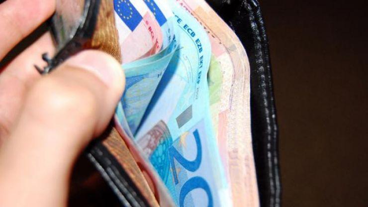 Dovadă de spirit civic la Satu Mare | Un bătrân a găsit un portofel cu bani și acte și l-a predat polițiștilor locali