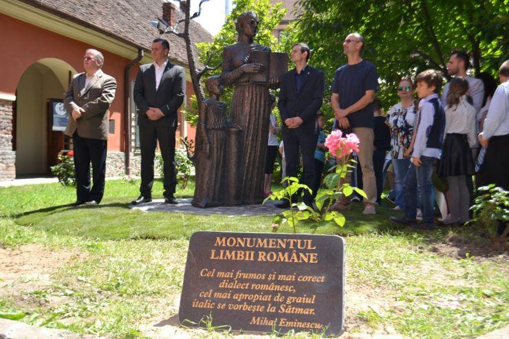 A fost dezvelit Monumentul Limbii Române. Urmează amplasarea statuii poetului Eminescu, la Carei