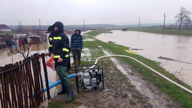 Inundații în Tășnad și Rătești