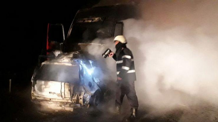 Accident violent între un TIR și o mașină. Ambele au luat foc, iar șoferul autoturismului a murit carbonizat (foto)
