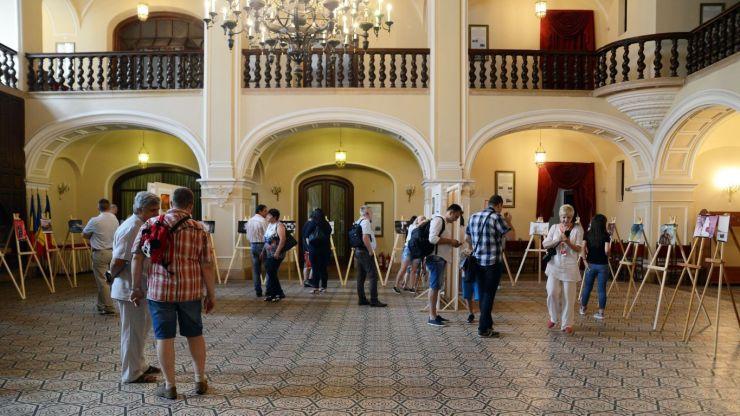 A fost vernisată expoziția de fotografie a fotoclubului Varadinum din Oradea, la Castelul din Carei