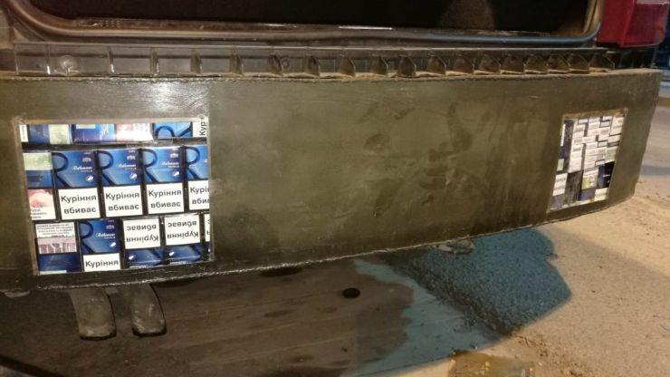 Țigări ascunse într-o mașină, descoperite la PTF Halmeu