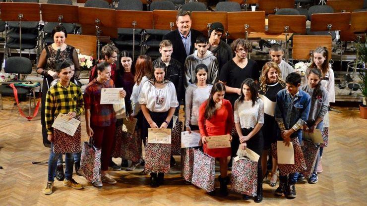 FOTO   Premii pentru elevii eminenți din Centrele de Plasament