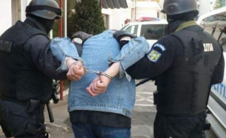 Urmărit internațional, prins și predat autorităților