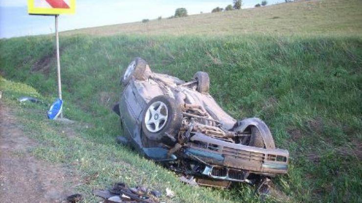 Beat la volan, s-a răsturnat cu mașina în șanț