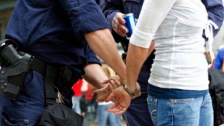 Razii la hoţii de maşini. Două femei s-au ales cu dosare penale