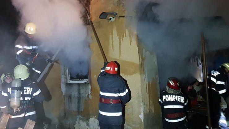 Incendiu la o bucătărie de vară din municipiul Satu Mare