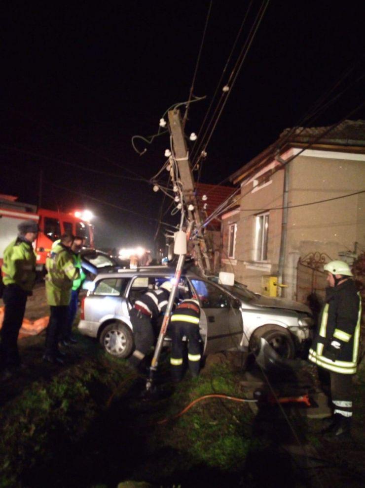 FOTO | Accident grav în Ambud. Șofer transportat în stare gravă la spital