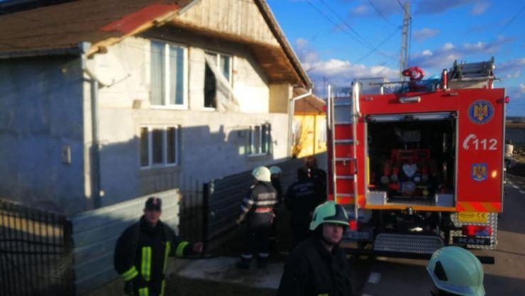 Incendiu la hornul unei case din Doba