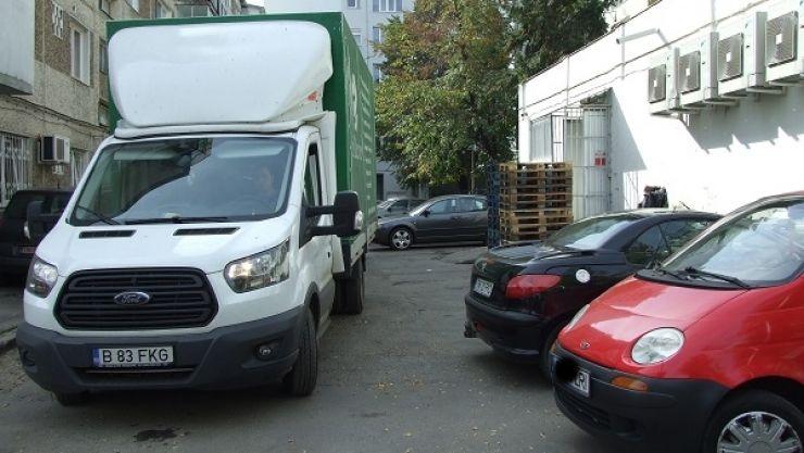 Mașinile de aprovizionare încurcă traficul rutier în centrul municipiului Satu Mare. Primăria anunță controale drastice