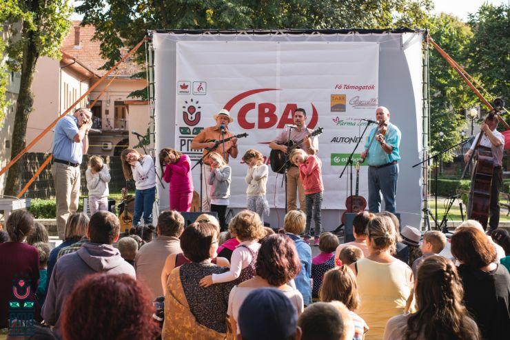 Cea de-a patra zi a Zilelor Maghiare Partium a început cu Regele broască și s-a încheiat cu muzică mondială
