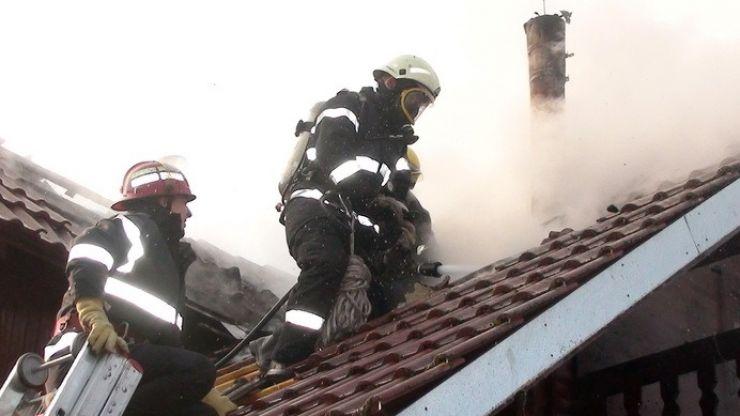 Zeci de incendii în județ provocate de coșurile de fum