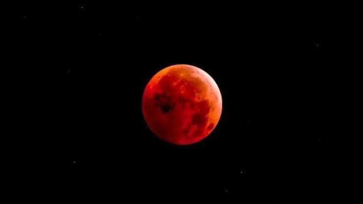 Pe 27 iulie va fi cea mai lungă eclipsă totală de lună din acest secol