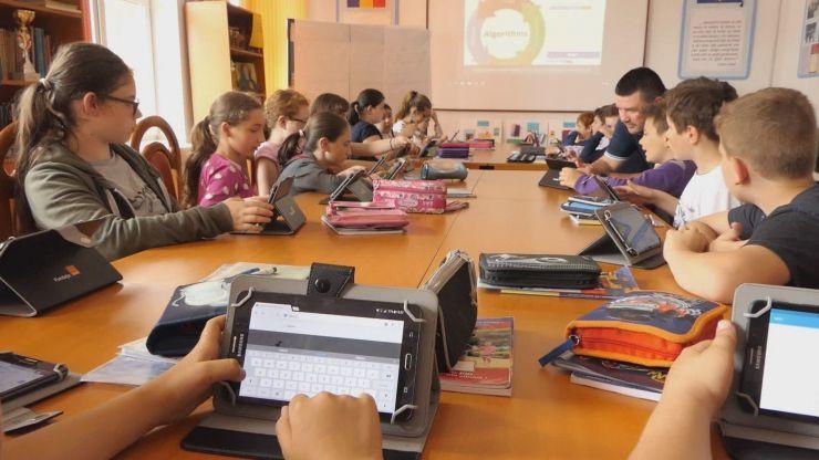"""Școala Profesională """"George Coșbuc"""" din Medieșu Aurit continuă programul Digitaliada și în acest an școlar"""