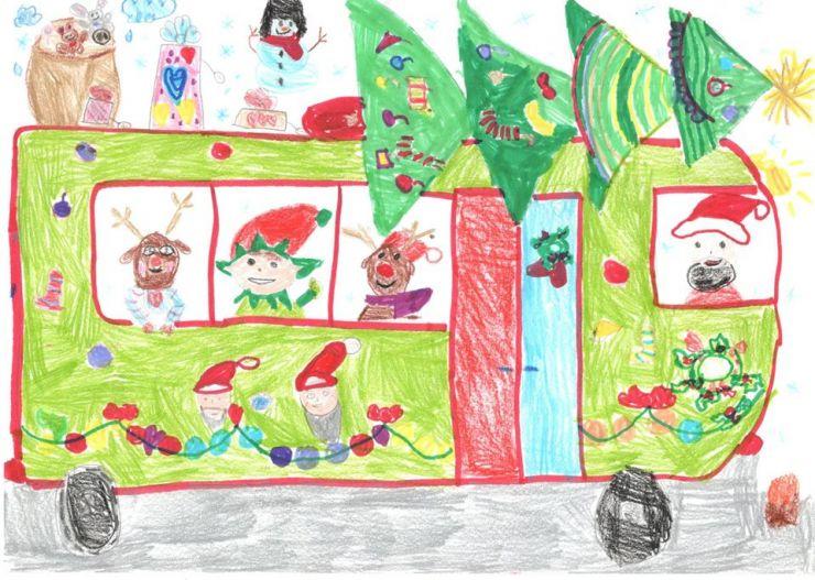 """FOTO   O fetiță de 6 ani, câștigătoarea concursului """"Autobuzul Moșului"""""""