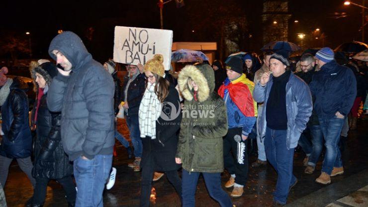 Ploaia nu i-a speriat. Sute de sătmăreni au protestat și în această seară la Satu Mare
