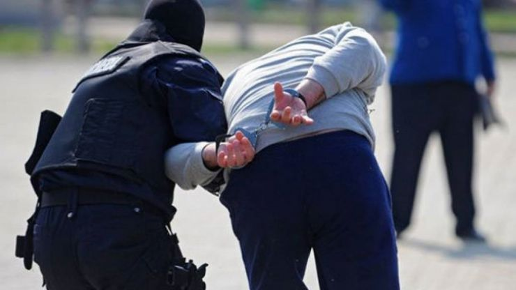 Trei bărbați, încătușați în Petea și duși în arest