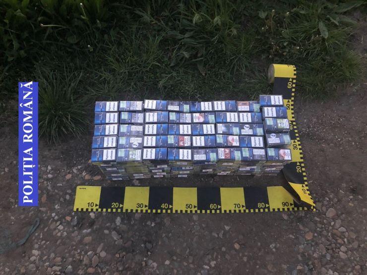 Peste 400 de pachete de țigarete, confiscate de polițiștii rutieri