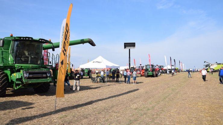 Fermieri din toată țara, prezenți la Vezendiu, la cel mai important eveniment dedicat geneticii şi tehnologiei porumbului