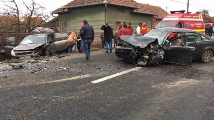 Accident lângă Halmeu. Un şofer beat a intrat pe contrasens şi a lovit o femeie