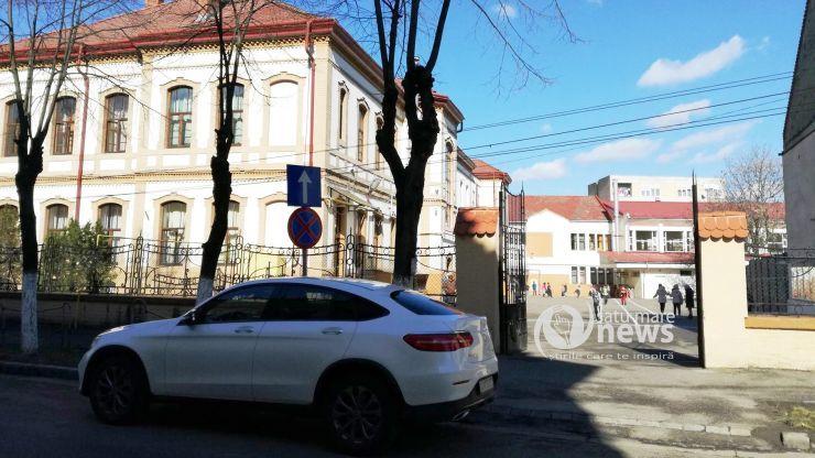 Prima zi de şcoală la Satu Mare: elevi emoționați, părinți amendați