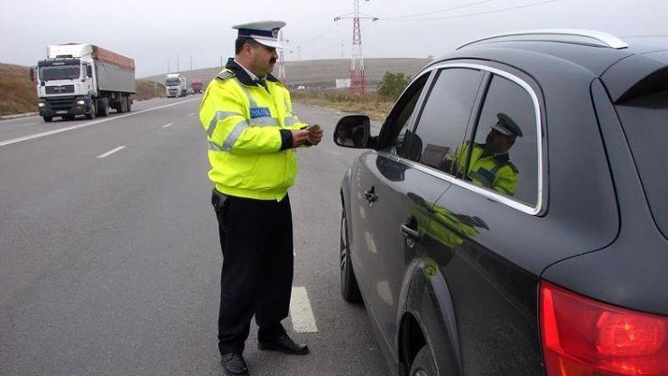 20 de permise de conducere, reţinute în trafic de poliţişti
