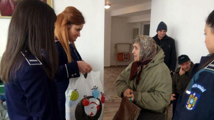Polițiștii sătmăreni au oferit daruri copiilor nevoiași