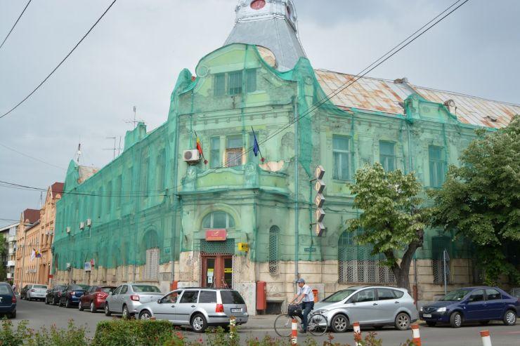 """Magyar Lóránd: """"Vrea Poșta Română să salveze clădirea care stă să se dărâme a Oficiului Poștal nr.1 Satu Mare?"""""""